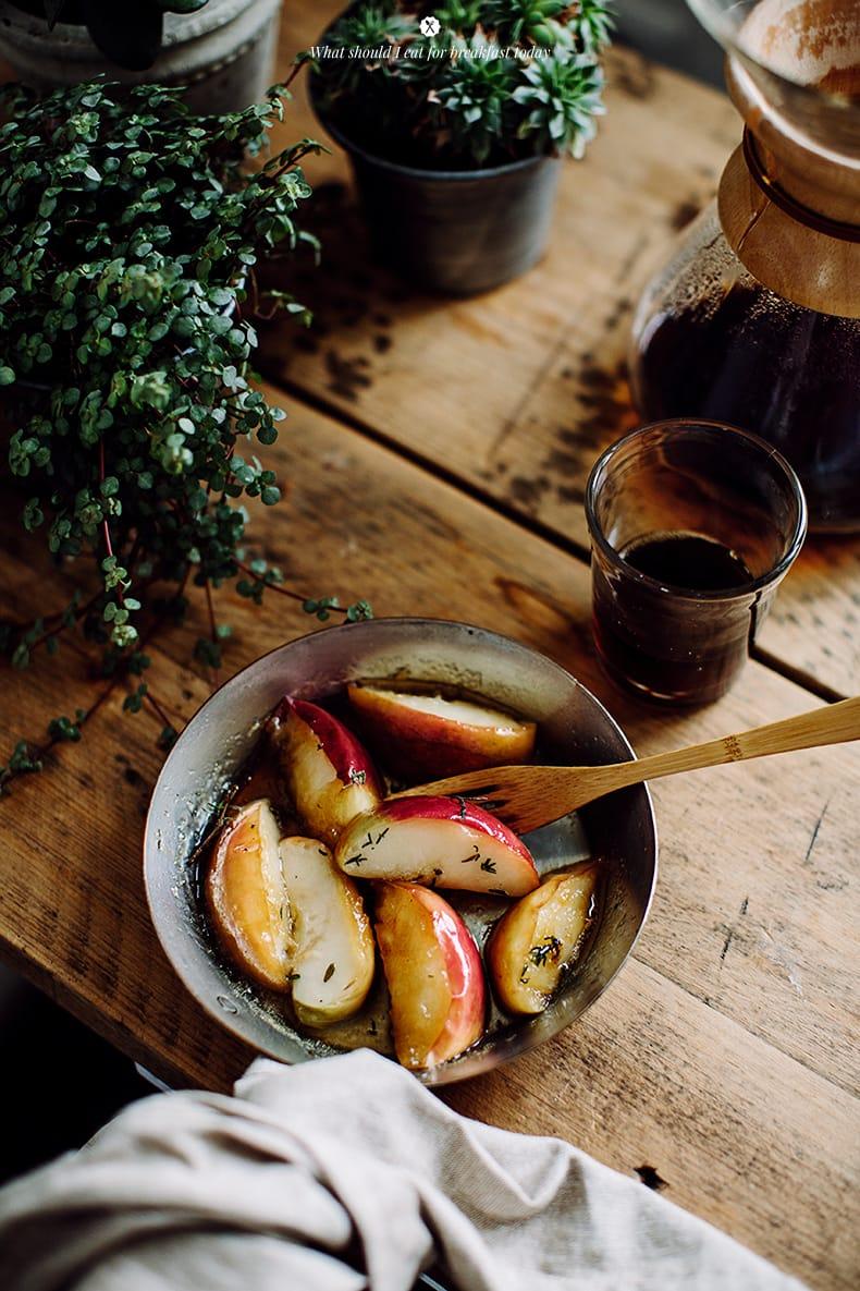 Omelete com queijo cheddar e maçã tomilho / Marta Greber