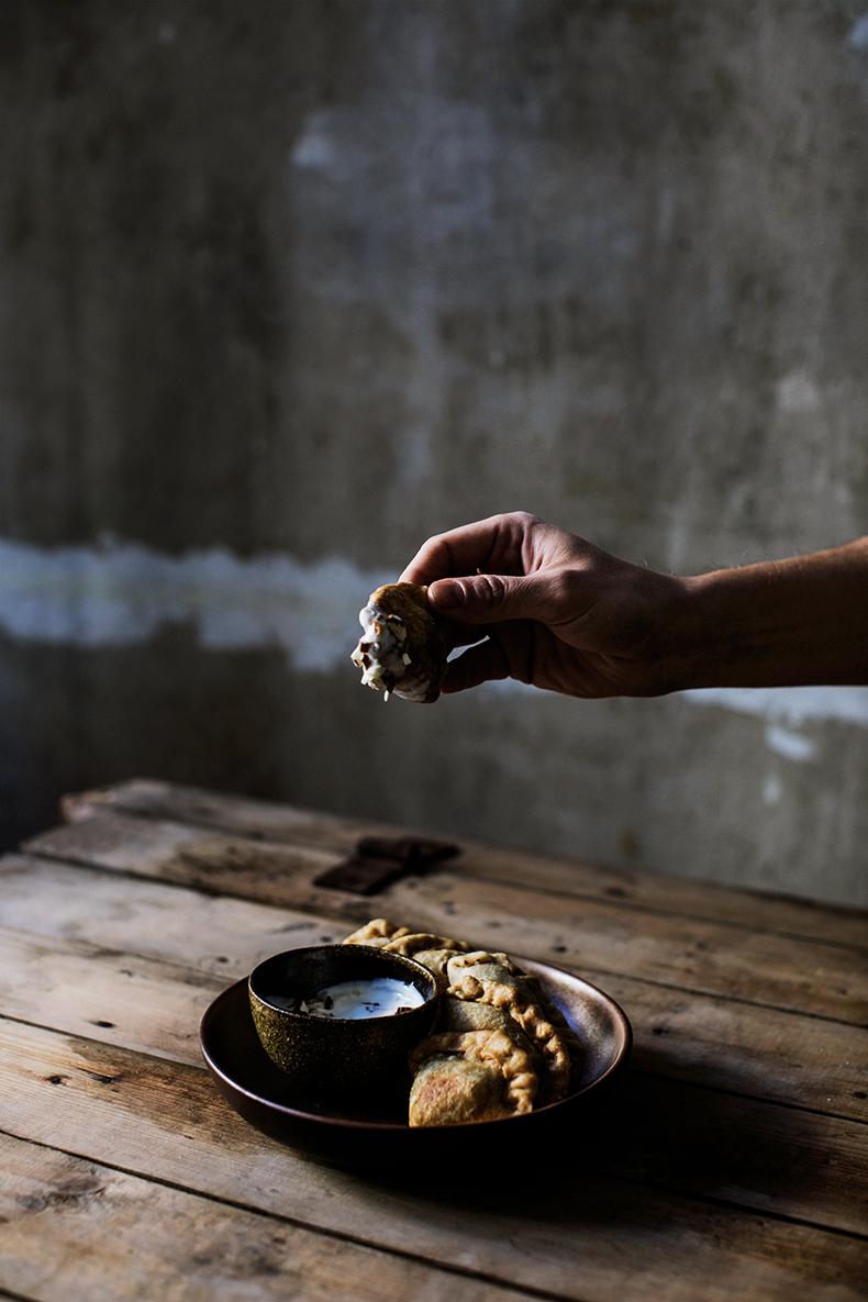 Crispy samosas with fruity chia filling
