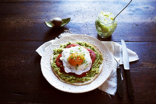 Pita with avocado and fried egg a'la fast breakfast pizza