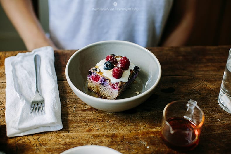 Millet baked with berries, spices and nuts / Marta Greber