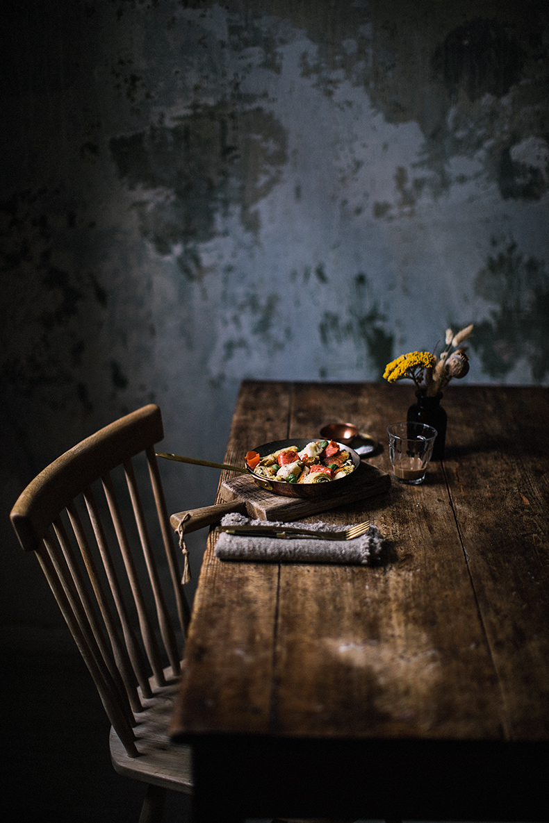 Basil pancakes with artichoke hearts and salmon