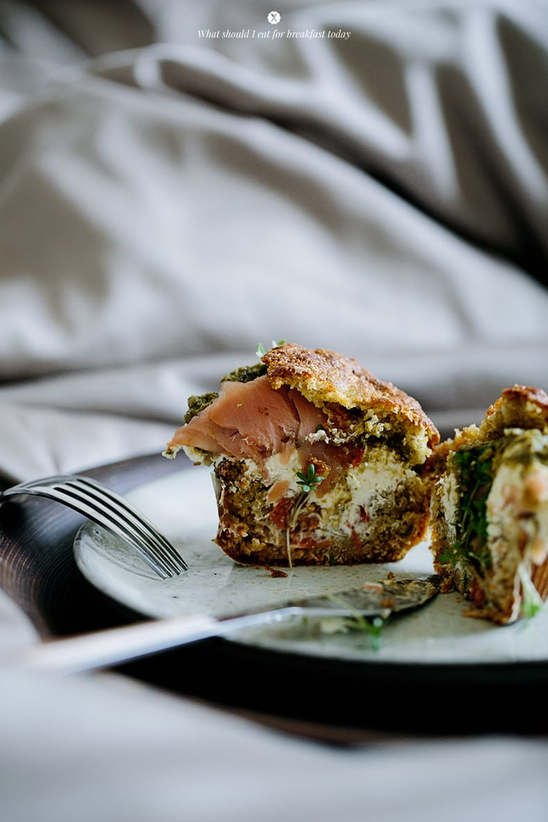 Breakfast in bed - savoury muffins with salmon, cream cheese and pesto